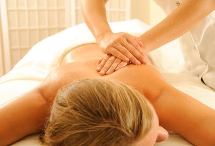 Corso di massaggio decontratturante per estetiste con massaggio ayurvedico