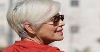 Cosa dice la medicina ayurvedica sui capelli bianchi