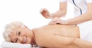 I migliori 4 benefici del massaggio ayurvedico per over 60