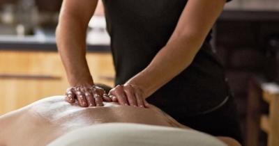 Esiste un corso di massaggio olistico per diventare massaggiatore?