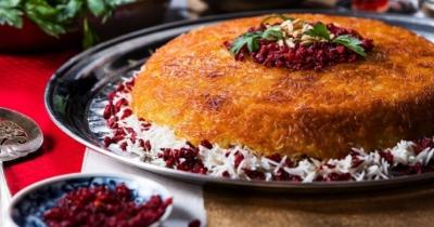 Hai mai provato il Tahchin, il dolce iraniano con arancia, miele e zafferano?