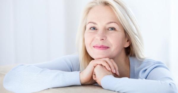 Come affrontare i sintomi iniziali della menopausa con i rimedi naturali
