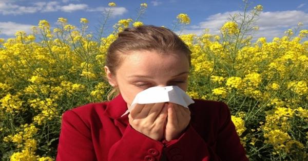 Non mangiare questi cibi se soffri di allergie primaverili